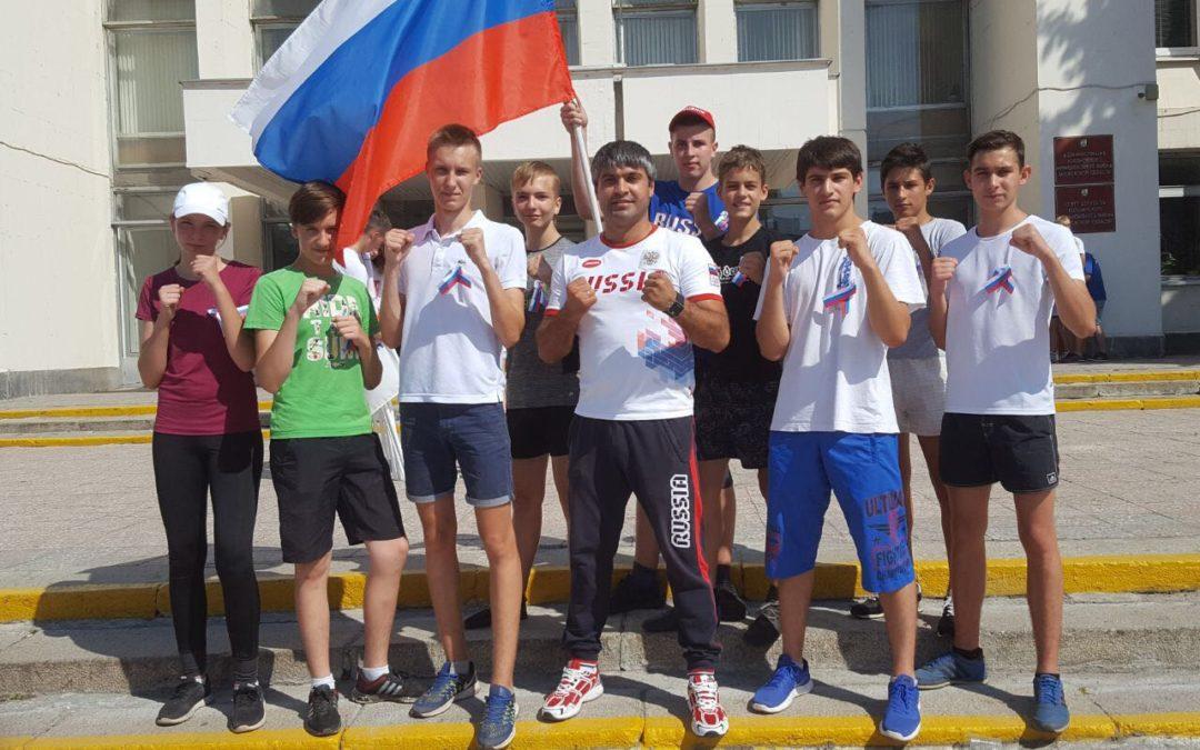 Состоялся легкоатлетический пробег, посвященный дню Российского флага, в котором участвовали наши спортсмены.